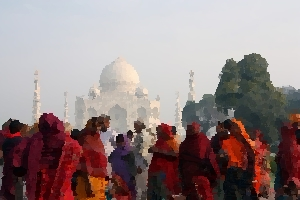 People at the Taj Mahal thumbnail